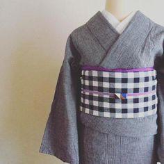 グレーの無地の着物。 そこに珍しいチェックの帯を合わせています。 帯締めのアクセサリーも素敵ですね。
