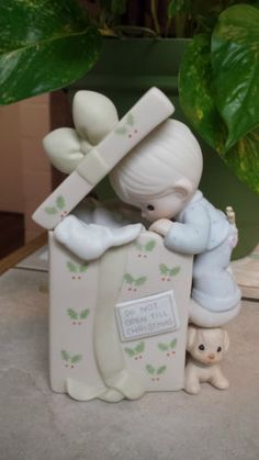 "MUSICAL PRECIOUS MOMENTS ""DO NOT OPEN TILL CHRISTMAS"" BOY PEEKING IN HUGE GIFT in Collectibles, Decorative Collectibles, Decorative Collectible Brands, Precious Moments, Figurines, Other Precious Moments Figures 