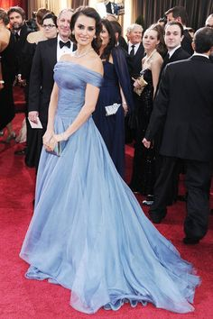 Penelope Cruz in ARMANI PRIVÉ- best dress at the 2012 Oscars!