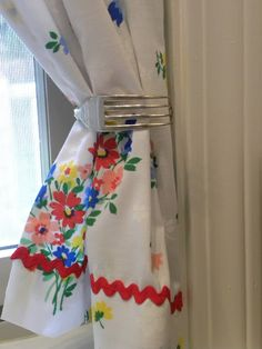 Love the vintage fabric.  Love the fork as the pull back.