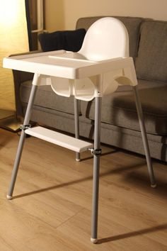 I present you an adjustable footrest adapted to probably the best high chair available on the market – Ikea Antilop! The product is protected by the Community design under number 006083663-0001, which has been registered by the European Union Intellectual Property Office. A footrest is necessary