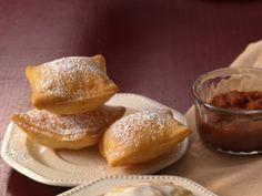 Pumpkin-Honey Sopaipillas, this will satisfy my inner hispanic girl! Hispanic Desserts, Hispanic Girls, Yummy Eats, Pretzel Bites, Food Inspiration, Donuts, Delish, Good Food, Honey