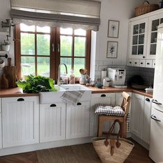 English Cottage Kitchens, Shabby, Cottage Interiors, My Dream Home, Kitchen Remodel, Building A House, House Plans, New Homes, Interior Design