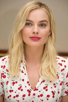 Margot Robbie is a hot blonde Atriz Margot Robbie, Margot Elise Robbie, Actress Margot Robbie, Margot Robbie Harley Quinn, Margot Robbie No Makeup, Margrot Robbie, Hot Blondes, Gal Gadot, Celebs