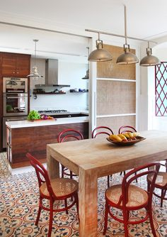 Kitchen table ideas for a small space would be such that it is big enough to serve two to four people at a time. rustic diy home and kitchen decor design Red Kitchen, Kitchen Interior, Kitchen Dining, Kitchen Decor, Room Interior, Dining Room, Sweet Home, My Ideal Home, Interior Decorating