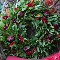 Circle Home and Design Icing, Wreaths, Holiday, Plants, Home, Design, Vacations, Door Wreaths, Ad Home
