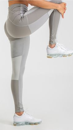 Beautifully sculpting, the Tonal Block Leggings are designed to deliver the performance you need. Sweat-wicking capabilities ensure you stay cool and comfortable whilst a flattering high rise fit provides an unbeatable feeling of support. Complete with subtle side pockets and printed Gymshark logo. Pair with the Tonal Block Sports Bra for the ultimate look