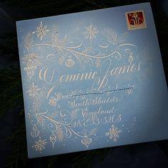 151 отметок «Нравится», 15 комментариев — F Phyllis Macaluso (@fpmmac) в Instagram: «#copperplate #calligraphy #envelopeart #envelopeexchange #christmas #create #creative #snow #holly…»