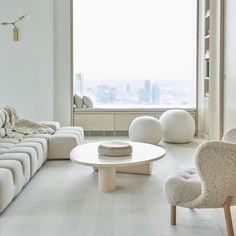 This luxury yet elevated space designed by Sissy + Marley features a timeless Merida rug perfect for all seasons. The Foster rug is now available in our Portfolio collection. Design: @sissyandmarley Photo: @marcoriccastudio Living Room Area Rugs, Living Spaces, Living Rooms, Luxury Interior, Interior Design, Townhouse Interior, Monochrome Interior, Elegant Living Room, Piece A Vivre