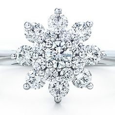 snowflakes<3 I want. No joke. this is my engagement ring.
