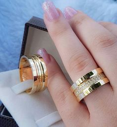 Image may contain: 1 person, ring Gold Wedding Rings, Wedding Jewelry, Gold Rings, Gold Ring Designs, Couple Rings, Antique Rings, Jewelry Patterns, Luxury Jewelry, Diamond Rings