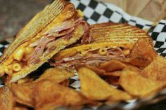Ham sandwich with chips