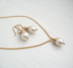 AA FreshWater Pearl Necklace and Earrings Set / Sarah Hickey Jewellery