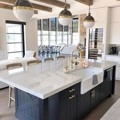 There's just something so inviting about the soul calming appeal of a country style kitchen! Farmhouse kitchen design tugs at the heart as it lures the senses with elements of an earlier, simpler time. Neutral tones lend a sense of… Continue Reading → Modern Farmhouse Kitchens, Farmhouse Kitchen Decor, Home Decor Kitchen, Kitchen Interior, New Kitchen, Home Kitchens, Kitchen Lamps, Kitchen Modern, Kitchen Lighting