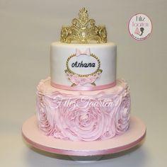 Princess cake, Tiara Gold Pink Brithday Cake, 5th Birthday Cake, Birthday Ideas, Princess First Birthday, Baby Shower Princess, Princess Party, Tiara Cake, Pink Gold Birthday, Girly Cakes