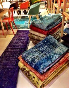 Muna Home kilims and rugs at diseno Istanbul Store Scandinavian Furniture, Scandinavian Style, Home Carpet, Kilims, At Home Store, Wool Rug, Carpets, Showroom, Istanbul