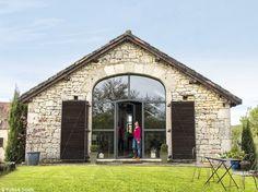 Que faire d'une vaste grange rectangulaire, sans grand intérêt architectural, au milieu des...