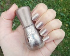 Essence The Gel Nail Polish 44 On Air! Swatch