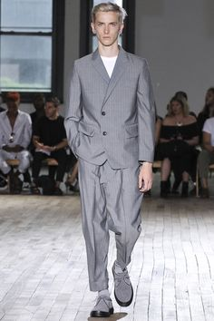 See all the Collection photos from N.Hoolywood Spring/Summer 2018 Menswear now on British GQ Fashion Week, Fashion Show, Mens Fashion, Gentleman Style, Spring Summer 2018, Vogue Paris, Mens Suits, Runway, Women Wear