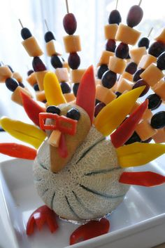 fruit turkey for thanksgiving Thanksgiving Fruit, Vegetarian Thanksgiving, Thanksgiving Appetizers, Thanksgiving Recipes, Holiday Recipes, Fun Recipes, Yogurt Recipes, Cooking Recipes, Turkey Fruit Platter