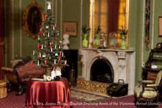Thorne Miniature Rooms at the Art Institute get decked out for the hols
