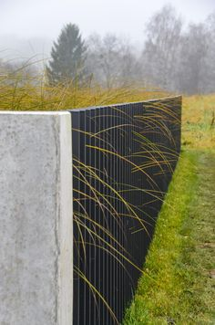 GARDEN FENCE - Getting the right equilibrium between personal privacy and a self-important garden fence or… Wall Railing, Slat Wall, Railings, Front Fence, Fence Gate, Fences, Landscape Architecture, Landscape Design, Outdoor Patio Designs