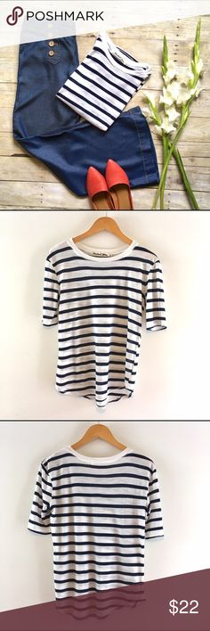 Michael Stars white & navy striped traveler tee Lightweight super soft tee. Rounded ribbed neckline. Longer short sleeves for a slimming effect. Wishtail hemline. Worn once and in like new condition. 30/30/40 modal, cotton, rayon. Michael Stars Tops Tees - Short Sleeve