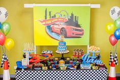 What kid doesn't love a few Hot Wheels cars to drive around? Kara's Party Ideas is showcasing a must-see Hot Wheels car birthday party today. Birthday Party Tables, Cars Birthday Parties, Car Birthday, Table Party, Birthday Ideas, Hot Wheels Cake, Hot Wheels Party, Festa Hot Wheels, Hot Wheels Birthday