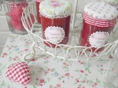 jelly jars with toppers and labels