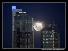 005_Bad Sydney Super Moon Arising by Gary Hayes, via Flickr