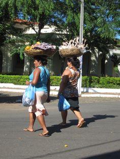 balancing act (Vendors in Asuncion)