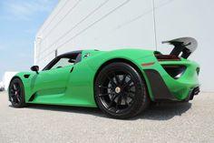 Porsche 918 Spyder sporting Viper green paint.