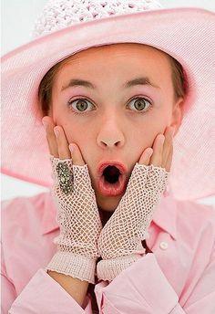 Home Alone in pink... love those fingerless gloves...  Il colore e' poesia dell'anima