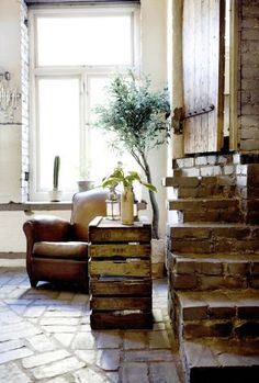 Vintage chic: Inspirerende hjem/ inspiring home Brick Steps, Le Logis, Sweet Home, Interior And Exterior, Interior Design, Leather Club Chairs, Brick Flooring, Decoration, Rustic Decor