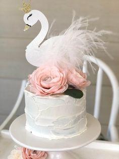 Make-Up Baby birthday cake Lake Party Shower soirée Swan Topper wedding Swan Cake Topper Ballerina Birthday Parties, 1st Birthday Girls, Princess Birthday, First Birthday Parties, First Birthdays, Birthday Cake, Birthday Ideas, Ballerina Party, Ideas Decoracion Cumpleaños