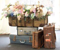 Wedding Flower Arrangements Flowers in vintage suitcases by Jay Archer Unique Flower Arrangements, Unique Flowers, Amazing Flowers, Vintage Flowers, Vintage Floral, Rustic Flowers, Vintage Decor, Rustic Decor, Deco Floral