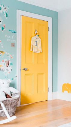 This sweet pastel toned world map is perfect for your little one's nursery or bedroom, featuring illustrated animals from all over the world in a cute and educational style. The sea is coloured in a s Bedroom Wallpaper Pastel, Childrens Bedroom Wallpaper, Map Wallpaper, Wallpaper Ideas, Pastel Bedroom, Kids Room Wallpaper, Butterfly Wallpaper, Pink Butterfly, Wall Colors