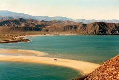 La Bahía de San Luis Gonzaga se encuentra al sur de San Felipe, después de las Islas Encantadas que se pueden apreciar desde la carretera. Esta zona no cuenta con algún pueblo, solo un hotel al final de algunas casas fijas y rodantes.