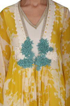 Buy Printed Cape Set by Varun Bahl at Aza Fashions Indian Fashion Designers, Indian Designer Wear, Kurta Designs, Blouse Designs, Long Kurtas, Kurta With Pants, Pakistan Fashion, Pernia Pop Up Shop, Floral Embroidery
