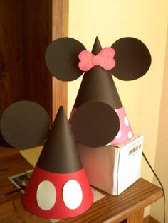 Mickey n Minnie party hats. Mickey Mouse Hat, Mickey Mouse Clubhouse Party, Minnie Mouse Theme, Mickey Mouse Parties, Mickey Party, Disney Parties, Cadeau Design, Mickey Mouse Birthday, 2nd Birthday Parties