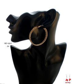 Boucles d'oreilles triple anneaux dorés et paillettes.