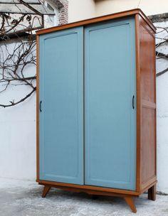 L\'armoire vintage Manon a été entièrement restaurée. Ses couleurs ...
