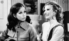 American Gods, American Actors, The Donna Reed Show, Cloris Leachman, Child Nursing, Tv Moms, Mary Tyler Moore Show, Cybill Shepherd, Julia Louis Dreyfus