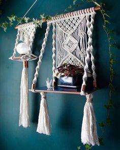 The Sacred Knot ✨🌙 (@thesacredknot) • Photos et vidéos Instagram Diy Macrame Wall Hanging, Macrame Art, Macrame Design, Macrame Projects, Macrame Knots, Macrame Mirror, Macrame Curtain, Diy Macramé Suspension, Art Macramé