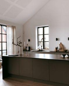 """A R K I H E M on Instagram: """"Long time no see! Här har vi haft fullt upp hela helgen med att måla om i ett av barnens rum. Vi har fortfarande mycket kvar. Den nya…"""" Double Vanity, Rum, Barn, Kitchen, Instagram, Home Decor, Converted Barn, Cooking, Decoration Home"""