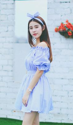 Hipster & indie short sleeved off-the-shoulder blue striped creped cotton mini dress