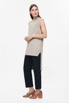 Long sleeveless jumper