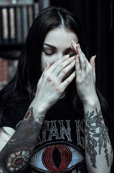 Goth Beauty, Dark Beauty, Alternative Outfits, Alternative Girls, Punk Rock Princess, Punk Makeup, Heavy Metal Girl, Estilo Rock, Beauty Full Girl