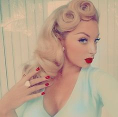 Vintage Hairstyles Cool Girl Hair Ideas for 2017 - Pin Up Looks, Estilo Pin Up, Estilo Retro, Wedding Hair And Makeup, Hair Makeup, Glamour Vintage, Pelo Vintage, Non Blondes, 1940s Hairstyles