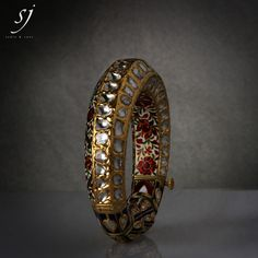 Satyanarayan J Jadia & Sons Jewellers Pvt Ltd Gold Bangles Design, Gold Earrings Designs, Ancient Jewelry, Antique Jewelry, Hand Jewelry, Emerald Jewelry, Jewelry Photography, Shopping Center, Resort Spa